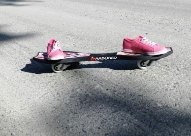 Maxboard hibiscus mit pink Schuhe